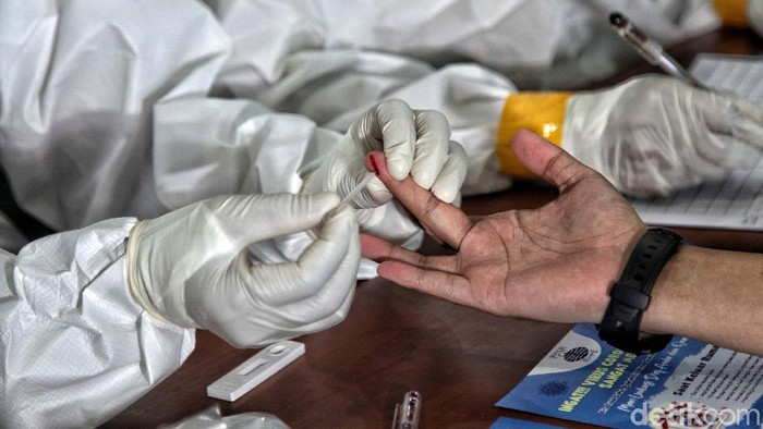 Sejumlah PNS di lingkungan Pemkot Jakarta Utara mengikuti rapid test. Kegiatan ini untuk memastikan seluruh pegawai terbebas dari virus Corona.