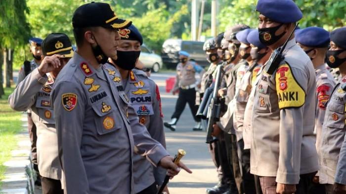 Polisi bersiaga menjelang aksi penolakan RUU HIP