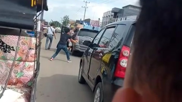 Screenshot video viral polisi kejar penjahat di Sumsel