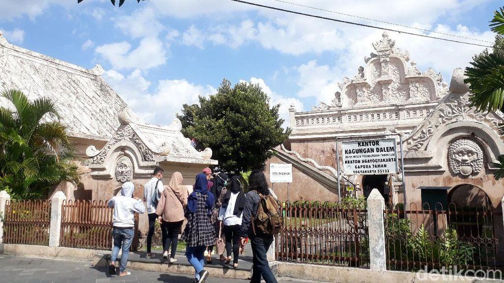Taman Sari Jogja Ramai Pengunjung di Hari Pertama Buka