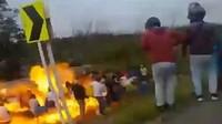 Nekat Jarah Truk Tangki BBM yang Terguling, 11 Orang Tewas Terbakar