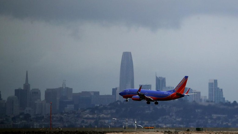 BURLINGAME, CALIFORNIA - MARCH 06: A Southwest Airlines plane lands at San Francisco International Airport on March 06, 2020 in Burlingame, California. In the wake of the COVID-19 outbreak, airlines are facing significant losses as people are cancelling travel plans and businesses are restricting travel. Southwest Airlines says they expect to lose between $200 to $300 million dollars in the coming weeks. Other airlines like United and Jet Blue are cutting flights. The International Air Transport Association predicts that carriers could lose between $63 billion and $113 billion this year.   Justin Sullivan/Getty Images/AFP