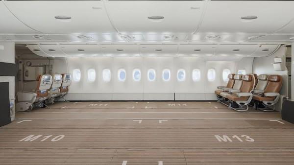 Operator charter portugal, Hi Fly telah menghapus sebagian besar kursi ekonomi dari Airbus A380. (Hi Fly)