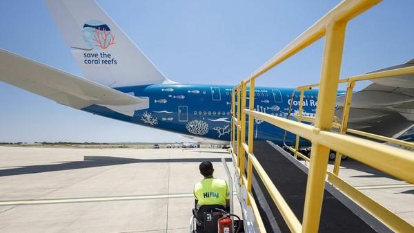 Bukan untuk mengangkut sembarang barang, namun, pesawat ini akan membawa sejumlah peralatan medis COVID-19. Beberapa tujuan terbarunya yaitu Santo Domingo di Republik Dominika, Montreal di Kamada dan Tianjin dan Wuhan di China. (Hi Fly)