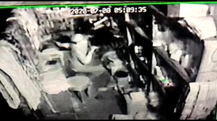 Aksi pencurian di Rembang terekam CCTV