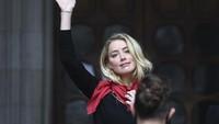 Amber Heard Bantah Buang Kotoran Manusia di Kasur Johnny Depp