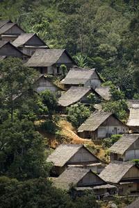 Suku Baduy dibagi menjadi dua, yaitu Baduy Dalam dan Baduy Luar. Dalam sejarah, terbaginya kedua suku Baduy tersebut karena pada zaman penjajahan Belanda dahulu, populasi suku Baduy tidak lebih dari 40 orang sehingga suku Baduy membagi wilayahnya menjadi Luar dan Dalam. Getty Images/Ulet Ifansasti