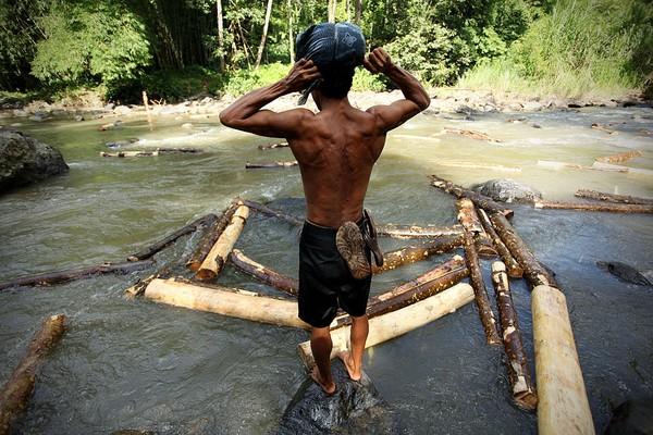 Suku Baduy Dalam sangat ketat dalam menjalani aturan, berbeda dengan Baduy Luar yang diberikan keringanan dalam menjalankan aturan. Getty Images/Ulet Ifansasti