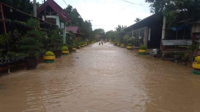 Banjir menerjang sejumlah desa di Luwu, Sulawesi Selatan, Kamis (9/7/2020).