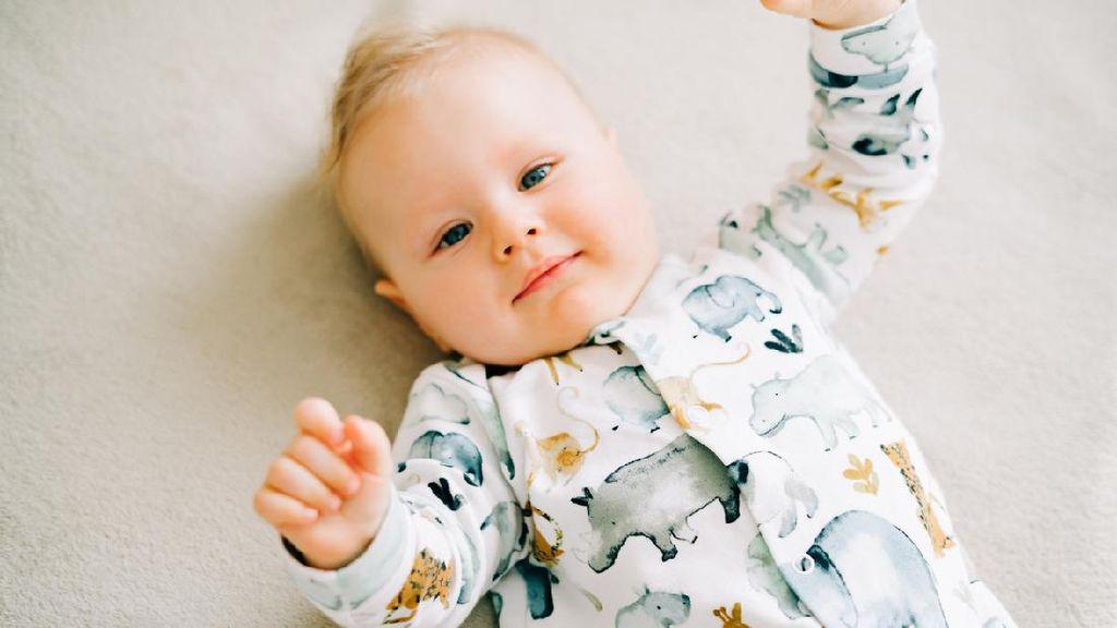 5 Mitos Air Kelapa Untuk Ibu Hamil, Benarkah Bisa Bikin Kulit Bayi Putih?