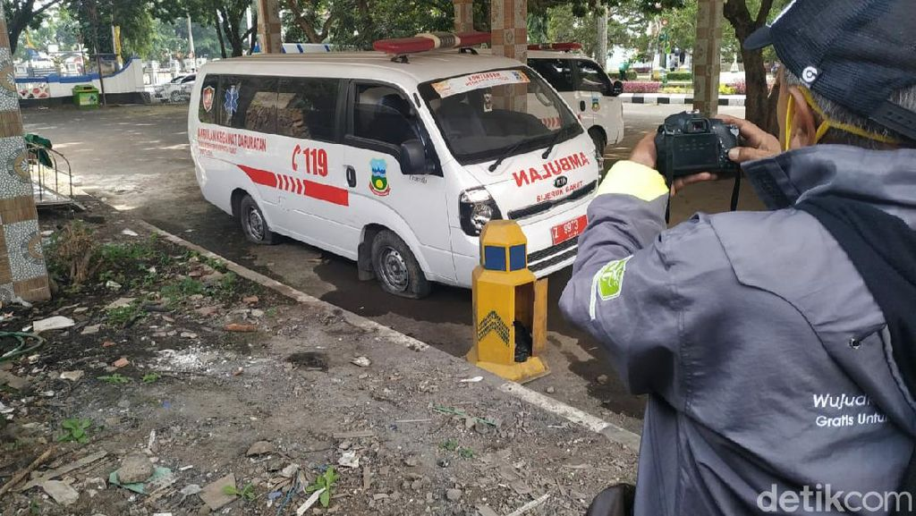 Gaji Petugas Belum Dibayar, Ambulans Pasien Corona Terancam Tak Operasi
