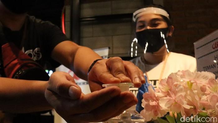 Tim Gugus Tugas COVID-19 Kota Bandung melakukan peninjauan ke salah satu bioskop di Jalan Purnawarman, Kota Bandung untuk dilihat kesiapan protokol kesehatannya.
