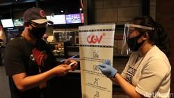 Bioskop di DKI Jakarta telah diizinkan untuk segera membuka usahanya kembali. Namun, Satgas COVID-19 mengatakan ada beberapa hal yang menjadi catatan penting.