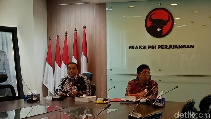 Konferensi pers Fraksi PDIP DPR RI (Eva Safitri/detikcom)
