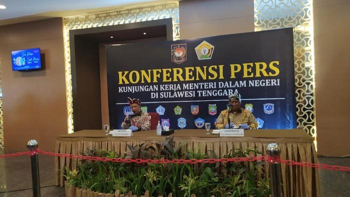Mendagri Tito Karnavian saat kunjungan ke Kendari Sulawesi Tenggara.