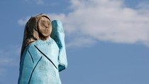 Patung Kayu Melania Trump Dibakar, Seniman Buka Suara