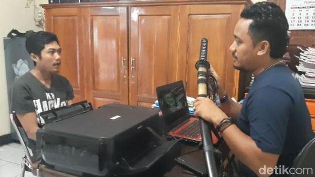 Tebas Rekan Kerja dengan Pedang, Pemuda Banyuwangi Diciduk Polisi