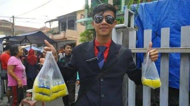 Penjual makanan berpenampilan necis