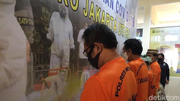 Polres Metro Jakarta Utara mengungkap kasus pemalsuan dokumen berupa Akta Jual Beli (AJB) sejumlah bidang tanah di Kabupaten Tangerang, Banten senilai Rp 5,5 miliar (Tiara Aliya Azzahra/detikcom)
