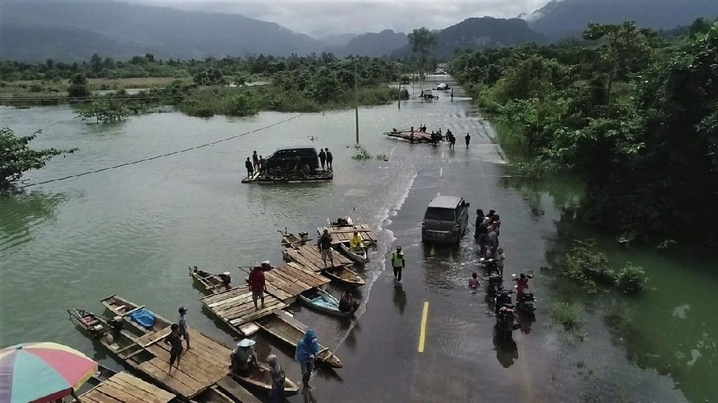 Potret Jalan Trans Sulawesi yang Terputus Akibat Banjir