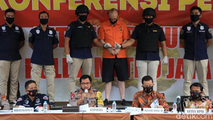Polisi berhasil membekuk seorang predator seks anak asal Prancis di kawasan Jakarta. Pria berusia 65 tahun itu diketahui terjerat kasus prostitusi anak.