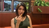 Kulineran Rachel Florencia, Selebgram Cantik yang Jadi Istri Online Netizen