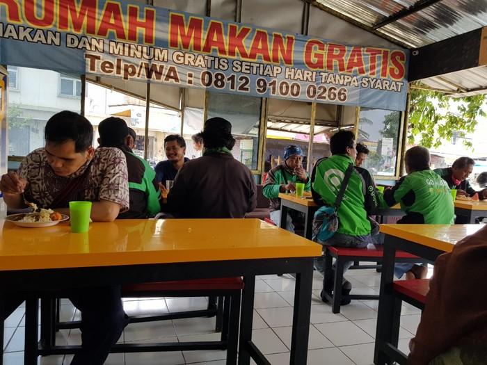 Rumah Makan Gartis untuk menolong sesama