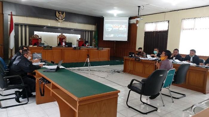 Sidang kasus dugaan suap Bupati Bengkalis Amril Mukminin (Chaidir-detikcom)