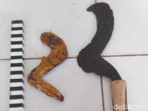 Kudi, senjata atau alat pertanian yang dijarah dari makam kuno orang kalang, Blora, Kamis (9/7/2020).