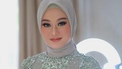 Dinda Hauw Menikah dengan Rey Mbayang, Intip Makeup Cantiknya Saat Lamaran