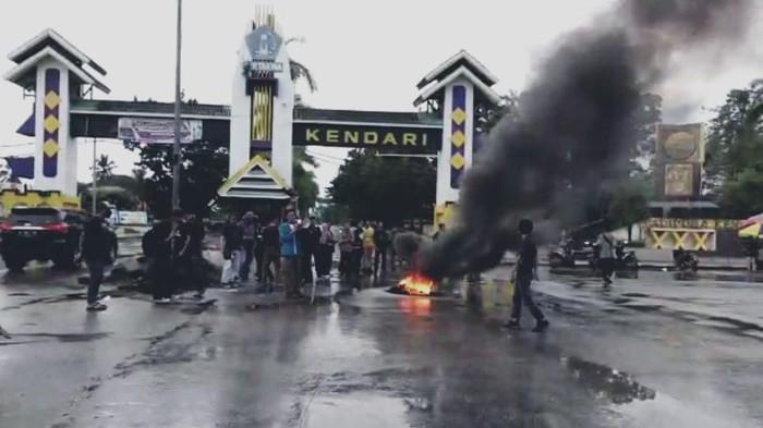 Aksi unjuk rasa di Kota Kendari, Sulawesi Tenggara, menolak kedatangan TKA China, Jumat (10/7/2020).