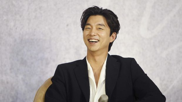 South Korean actor Gong Yoo answers questions during a media event promoting his fan club in Taipei, Taiwan, Friday, April 28, 2017. (AP Photo/Chiang Ying-ying)