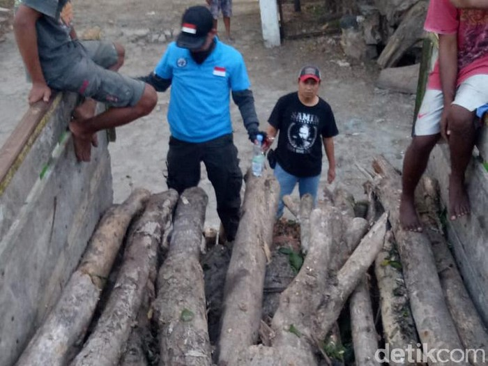 barang bukti pencurian kayu oleh 2 pelajar di blora