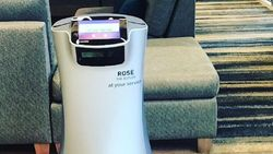 Cegah Corona, Hotel Ini Gunakan Robot untuk Layani Tamu