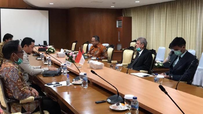 Duta Besar Palestina untuk Indonesia, Zuhair Al-Shun menemui Ketua GKSP DPR RI, Syahrul Aidi Mazaat.