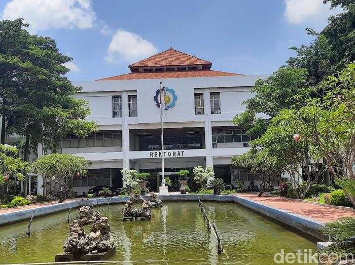 Belasan peserta dengan kebutuhan khusus  mengikuti Ujian Tulis Berbasis Komputer (UTBK) di Perguruan Tinggi Negeri (PTN) Surabaya. Di antaranya di Institut Teknologi Sepuluh Nopember (ITS) dan Universitas Airlangga (Unair).