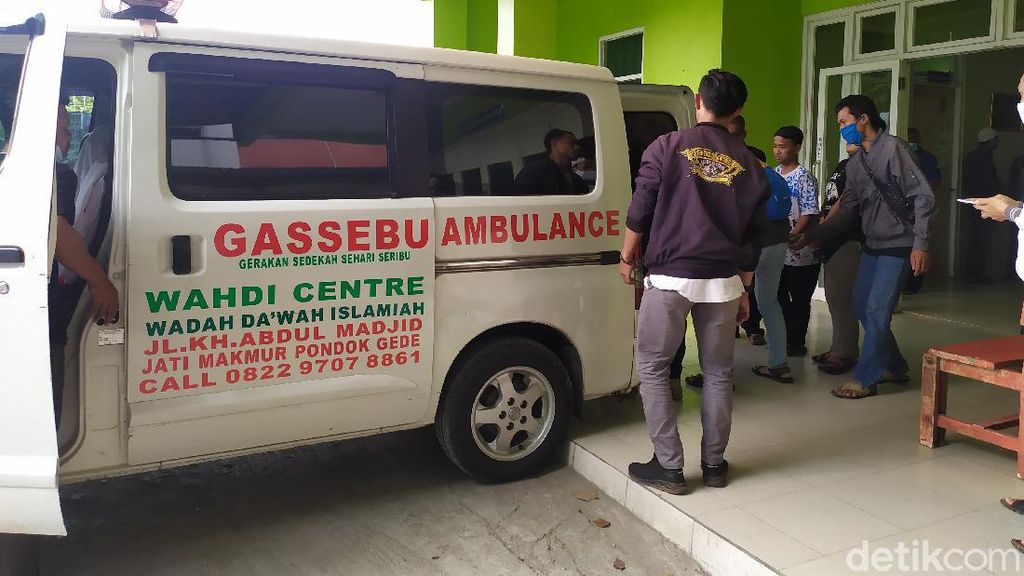 Jenazah Korban Mobil Nyemplung di Kalimalang Dibawa ke Parung