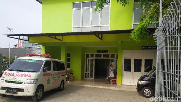 Jenazah Korban Mobil Nyemplung di Kalimalang Dibawa ke Parung (Arun/detikcom)
