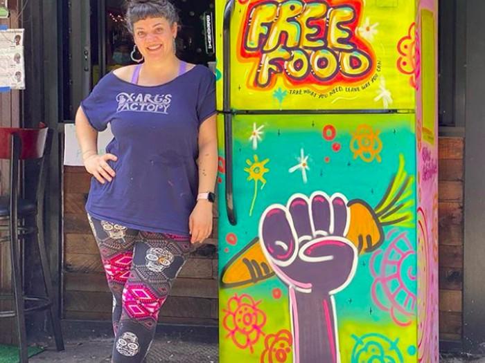 Kulkas artistik isi makanan gratis, thefriendlyfridgebx