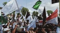 Demo Tolak RUU HIP di Klaten, Massa Bakar Kertas Berlogo Palu Arit