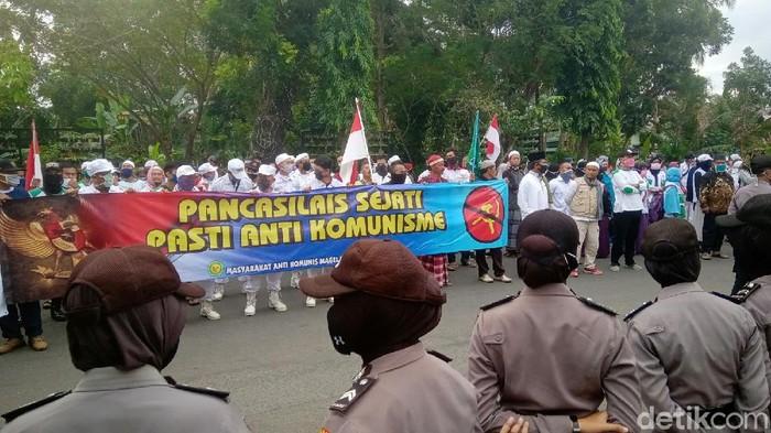 Massa demo tolak RUU HIP geruduk DPRD Purworejo