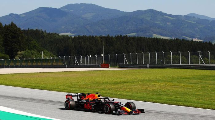 SPIELBERG, AUSTRIA - JULY 10: Max Verstappen of the Netherlands driving the (33) Aston Martin Red Bull Racing RB16 on track during practice for the F1 Grand Prix of Styria at Red Bull Ring on July 10, 2020 in Spielberg, Austria. (Photo by Bryn Lennon/Getty Images)