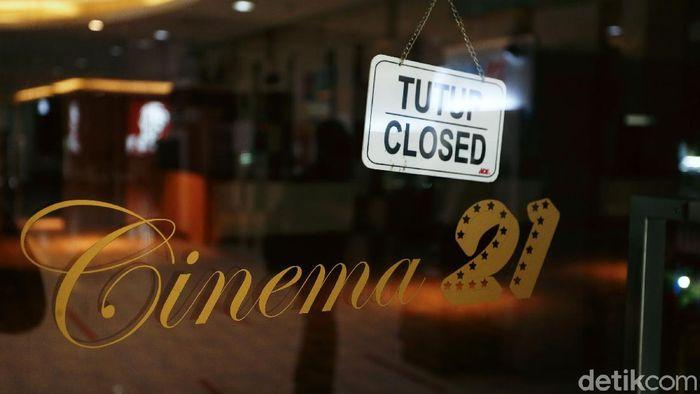 Seluruh bioskop akan dibuka kembali pada Rabu (29/7/2020) Para penikmat film pun kini menanti dibukanya kembali bioskop Indonesia. Saat ini Cinema 21 yang berada di salah satu mal Jakarta terlihat masih sepi. Pandemi Covid-19 mengakibatkan ditutupnya tempat hiburan, termasuk bioskop.