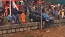 Mobil Nyemplung di Kalimalang, Ibu Tewas Anak Hanyut