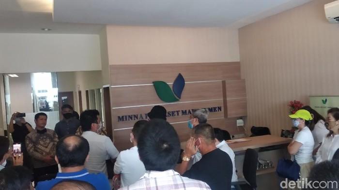 Nasabah geruduk kantor Minna Padi di Bandung