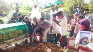 Tangis Kerabat Pecah Saat Pemakaman Guru SD Korban Pembunuhan di Sumsel