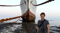 Jurnalis lepas, Peter Knego, yang menyukai kapal pesiar telah mengunjungi Alang sebanyak sembiilan kali dan pernah juga mengunjungi tempat pembongkaran di Aliaga, Turki.