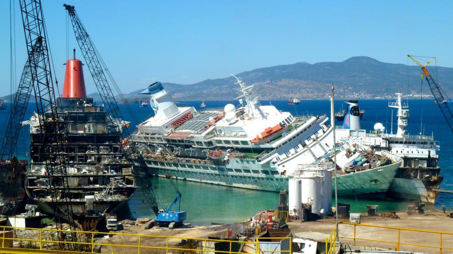 Pembongkaran kapal pesiar
