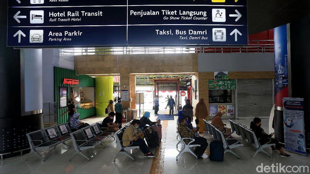 Hari Pertama Cuti Bersama, 9.696 Orang Naik Kereta Keluar Jakarta