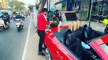 Viral! Penjual Kopi Gunakan Mercy Dua Pintu Rp 650 Juta untuk Jualan